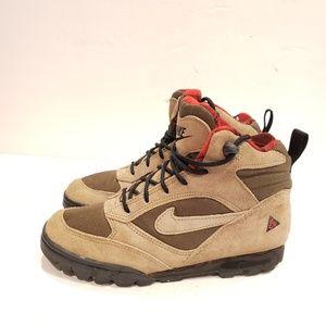 Very Rare Nike Hiking boot size 5.5 uk 5 eur 38